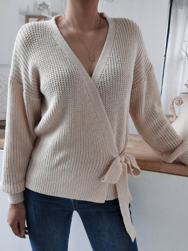 V-neck tie knotted sweater